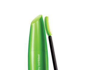 We review covergirl clump crusher lash blast